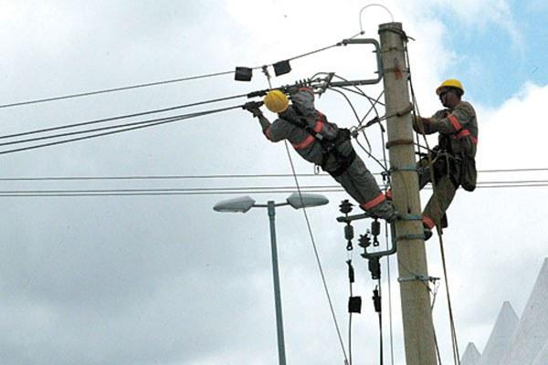 Mortes no setor elétrico são 400% maiores com terceirizados